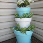 Vase albastre de flori suprapuse