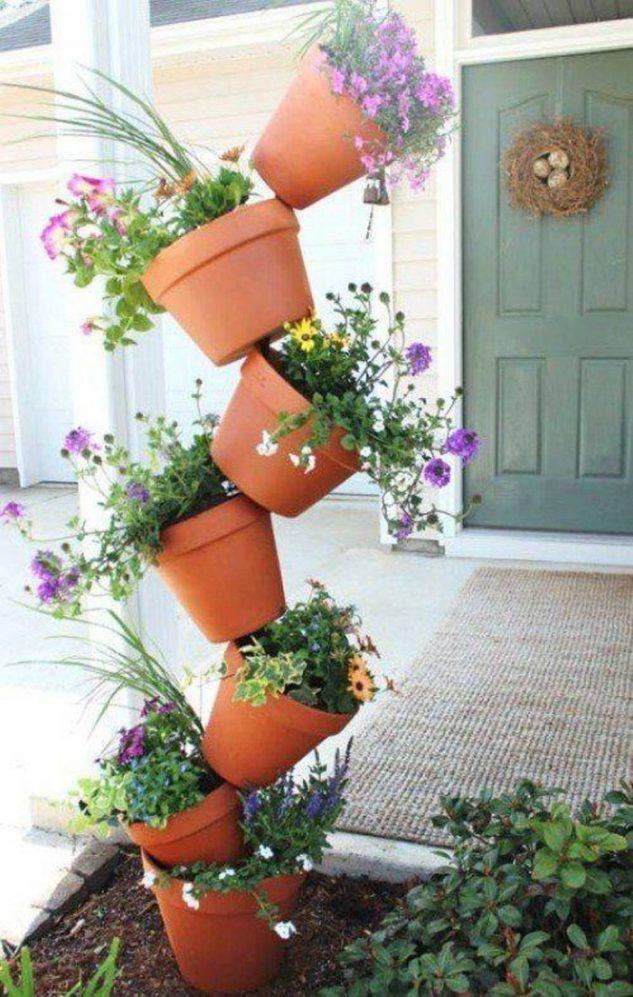 Vase cu plante su flori suprapuse
