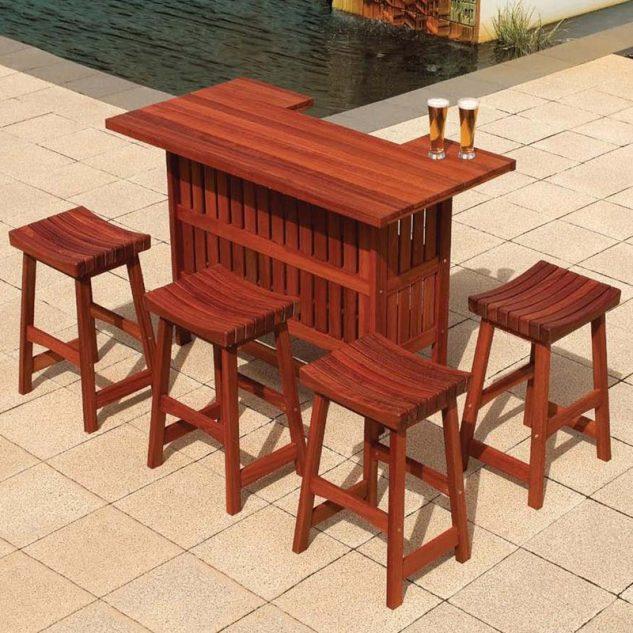 Bar mic de lemn cu tabureti