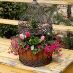Colivie decorativa cu flori