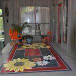 Covor cu flori pictat pe podea