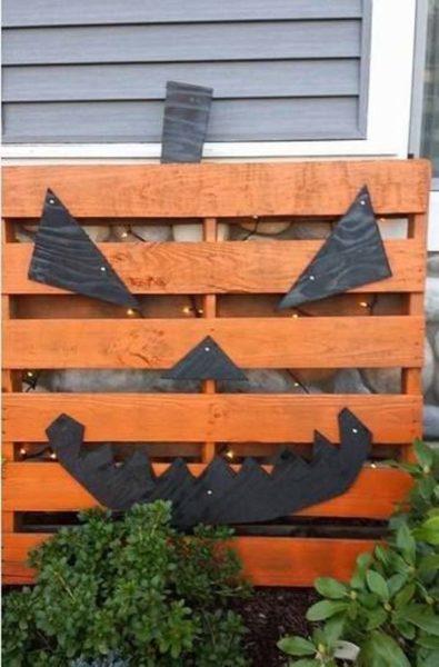 Decoratiune DYI de Halloween din lemn
