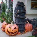 Decoratiune Halloween din scanduri refolosite