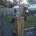 Gradina cu decoratiuni de Halloween din lemn