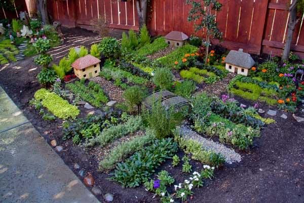 Gradini in miniatura de legume