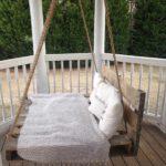 Leagn vechi pe veranda