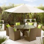 Masa cu scaune si umprela pentru terasa