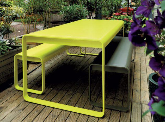 Masa si bancute colorate pentru terasa