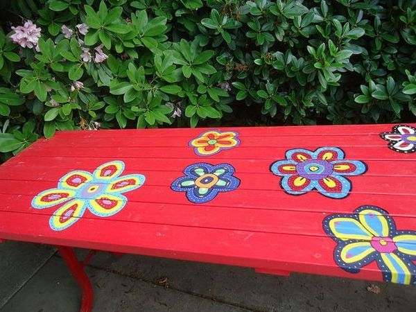 Banca cu flori pictate