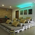 Canapea din paleti de lemn