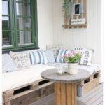 Canapea mare din paleti din lemn