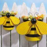 Decor gard cu albinute si flori