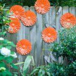 Decoratiune gard cu flori portocalii