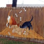 Desen colorat pe gard
