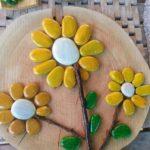 Flori galbene din pietre