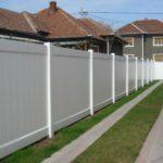 Gard curte din PVC