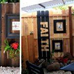 Gard decorat cu mesaje