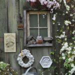 Gard decorat cu obiecte vechi
