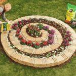 Gradina cu flori in spirala