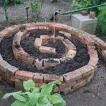 Gradina in spirala din caramida