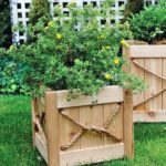 Jardiniera patrata din lemn