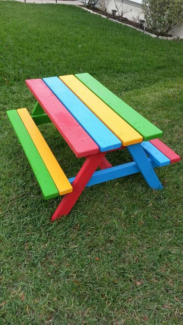 Masa cu banci pictata multicolor