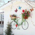 Perete pictat si decorat cu flori