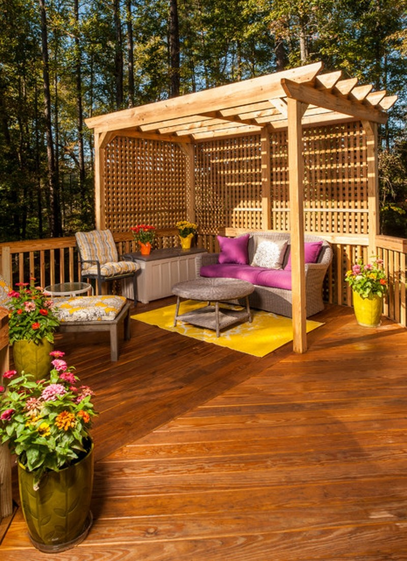 Pergola din lemn cu canapea