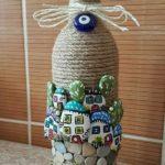Sticla decorata cu pietre de rau