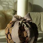Suport decorativ lumanare din conuri de brad