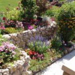 Amenajare gradina cu piatra de rau
