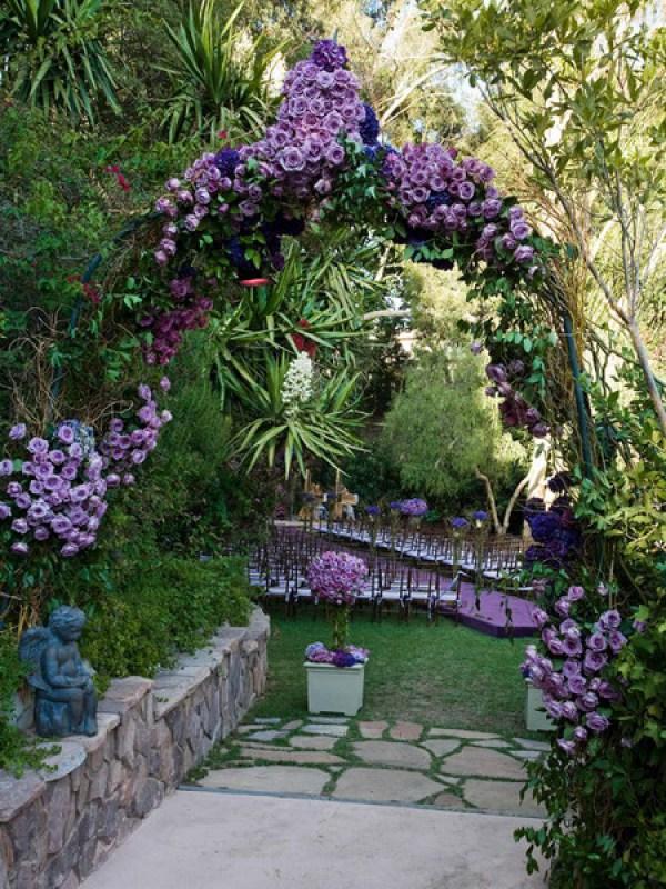 Arcada cu trandafiri violet