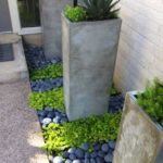 Decor elegant terasa cu pietre de rau
