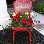 Decor rustic cu scaun vechi