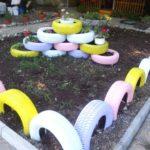Delimitare spatiu cu anvelope colorate