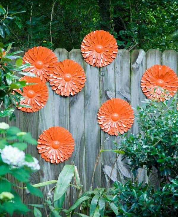 Gard decorat cu flori mari