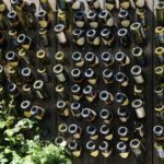 Gard decorat cu sticle