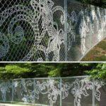 Gard decorat cu tesaturi