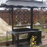 Gratar metalic cu acoperis
