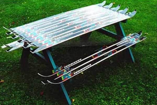 Masa cu banci din schiuri