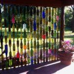 Paravan din sticle colorate