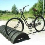 Suport parcare biciclete din anvelope