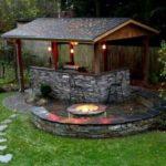 Bucatarie de vara cu foc de tabara decorativ