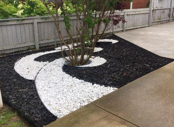 Decor gradina cu pietris alb-negru