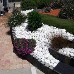 Rond de flori cu pietris alb