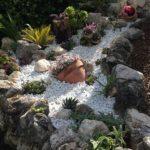 Amenajari gradini cu flori si piatra