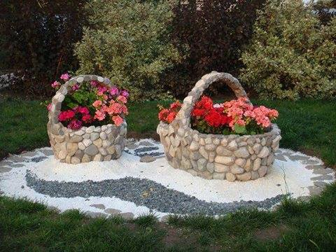 Jardiniere din piatra cu muscate obisnuite colorate
