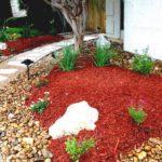 Gradina amenajata cu mulci rosu