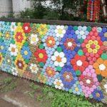 Gard decorat cu dopuri