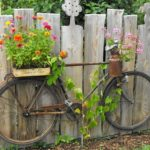 Suport exterior pentru ghivece dintr-o bicicleta veche